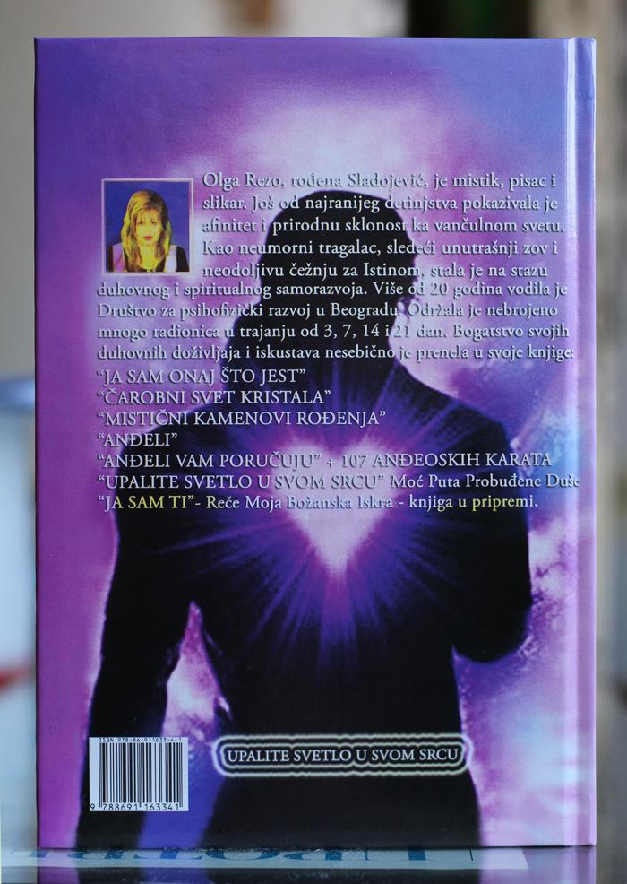 zadnja strana knjige Upalite Svetlo u Svom Srcu Moć Puta Probuđene Duše