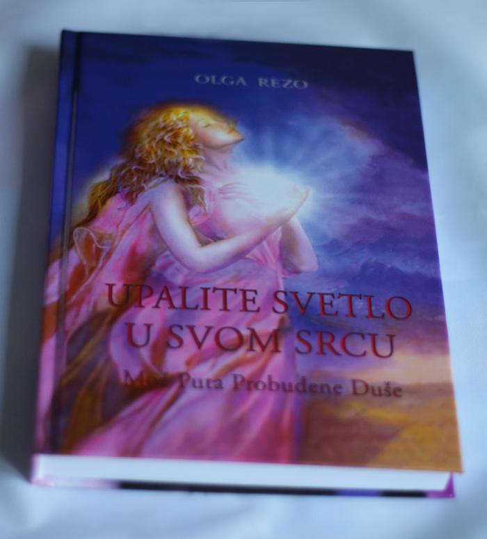 prednja strana knjige Upalite Svetlo u Svom Srcu Moć Puta Probuđene Duše