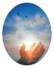 ruka prema nebu u svetlu meditacije